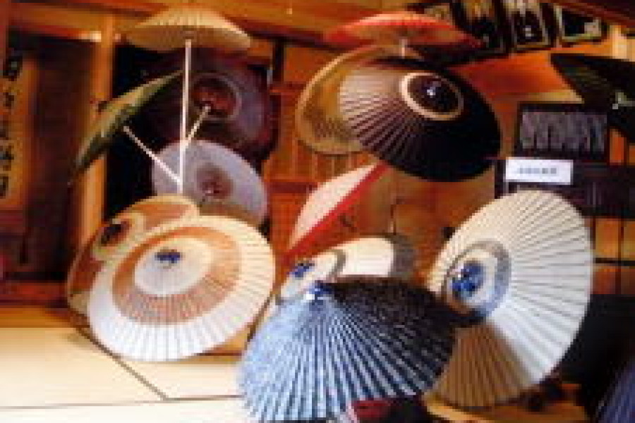 和傘作品展示会を2会場にて開催しました。