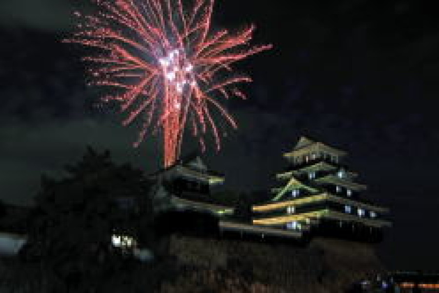 中津城観月祭が開催されました。
